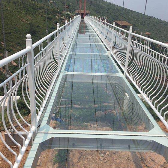 双层玻璃吊桥