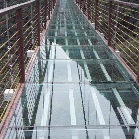 玻璃吊桥施工