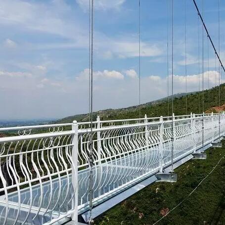 小型玻璃吊桥定制