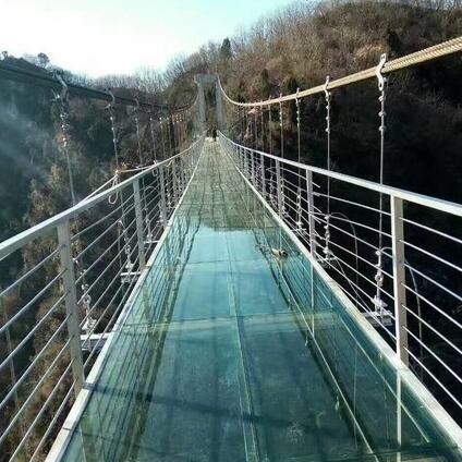 小型玻璃吊桥安装
