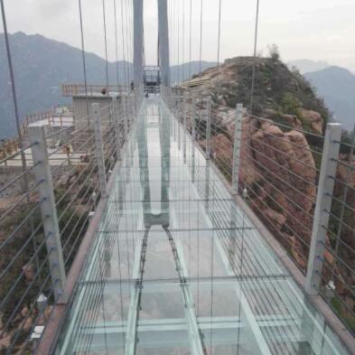 高空透明玻璃吊桥