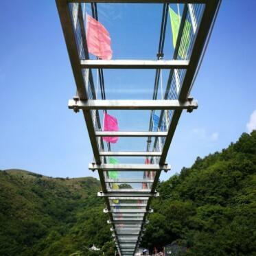 小型玻璃吊桥设计